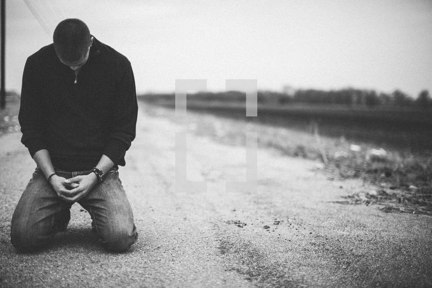 [Image: kneelingprayer.jpg]